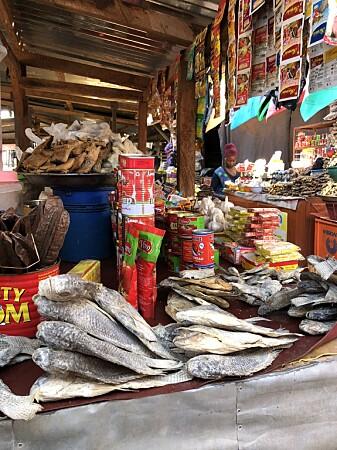 Det aller meste av fisken som selges på fiskemarkedene i Ghana blir fisket av småbåter. (Foto: Astrid Elise Hasselberg / Havforskningsinstituttet)