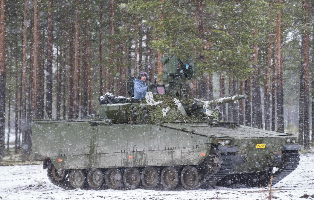 Forsvarsminister Frank Bakke-Jensen (H) på besøk under en øvelse ved Rena militærleir. (Foto: Vidar Ruud / NTB scanpix)