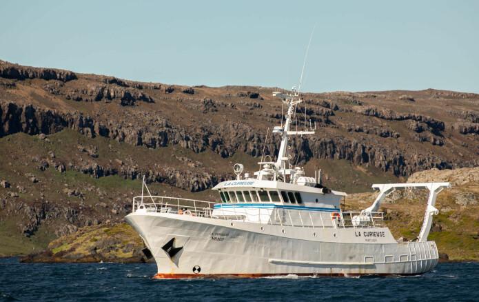 Vi bodde om bord på forskningsfartøyet La Curieuse mens vi arbeidet med å berge lyttestasjonene på nord-øst-kysten av Kerguelen. (Foto: Sindre Håvarstein Eldøy, NTNU Vitenskapsmuseet, CC BY-SA 4.0).