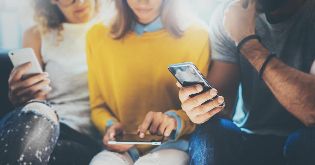 – Samfunnet er avhengig av datasystemer som gjør en haug med ting for oss mennesker, enten vi er på jobben eller sitter hjemme i stua, skriver kronikkforfatterne. (Foto: Shutterstock / NTB scanpix(
