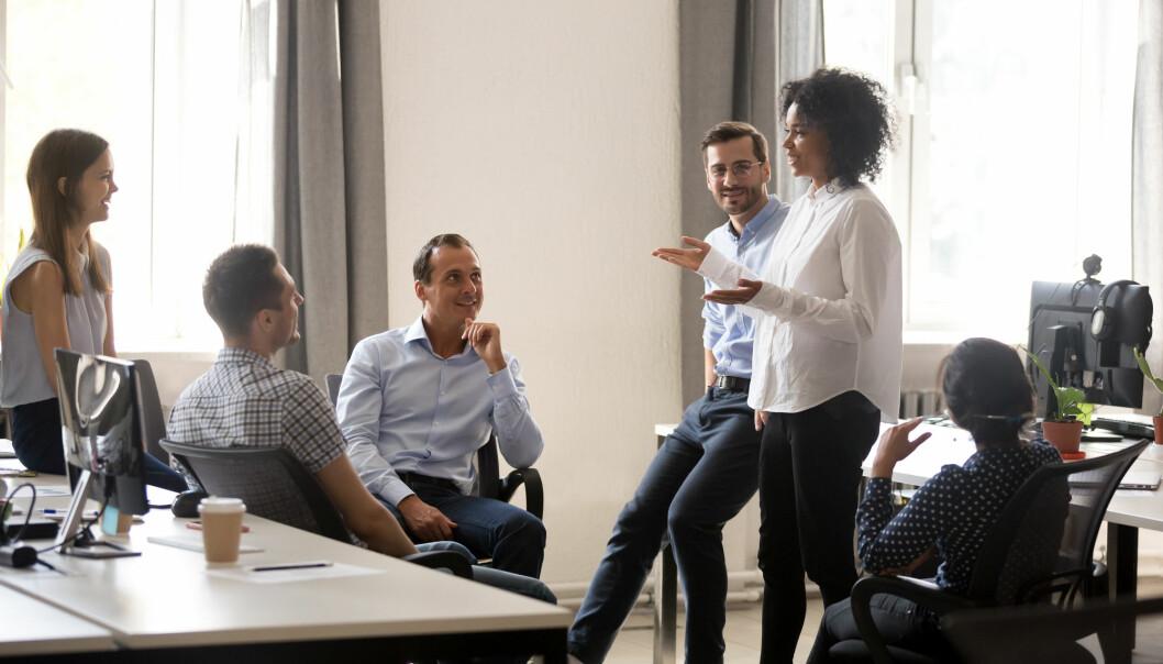 – Skal vi utnytte mulighetene som digitalisering åpner for, må vi organisere virksomheten på grunnleggende nye måter, mener professor. (Illustrasjonsfoto: fizkes / Shutterstock / NTB scanpix)