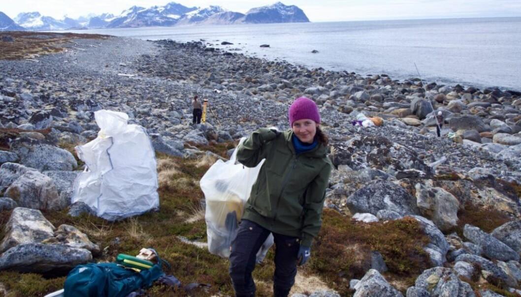Stine Benjaminsen på feltarbeid i Lofoten. Hun tar mastergrad i marin økologi og ressursbiologi, og er svært opptatt av hvilke effekter plast kan ha på naturen.(Foto: Adrian Kjellin)