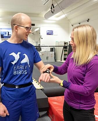 Øyvind Sandbakk og Trine Seeberg er begge over snittet opptatt av langrenn. Nå bruker de forskningskompetansen sin til å lage verktøy som blant annet gir ny innsikt i skiløpernes delteknikk i sporet. (Foto: Thor Nielsen)