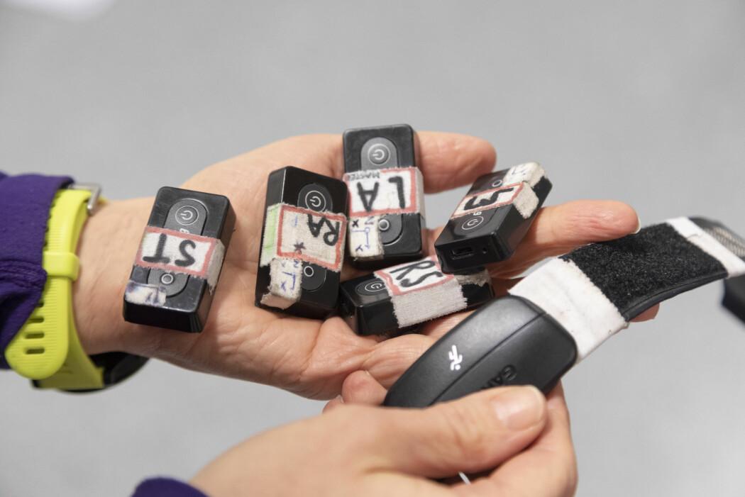 Forskere ved Sintef bruker sensorer som festes til kroppen for å kartlegge bevegelsene til langrennsløpere og MS-syke. (Foto: Thor Nielsen)