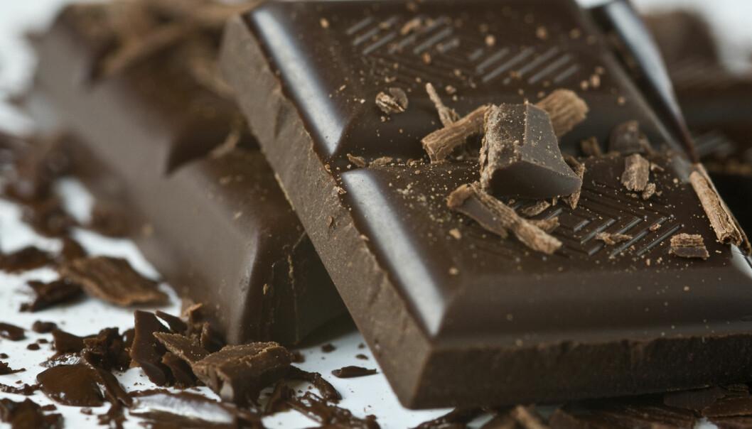 Hvor mye mørk sjokolade kan du spise? Og får du egentlig noen positiv helseeffekt ut av en forsvarlig døgndose? (Foto: Justyna Kaminska, Shutterstock, NTB scanpix)