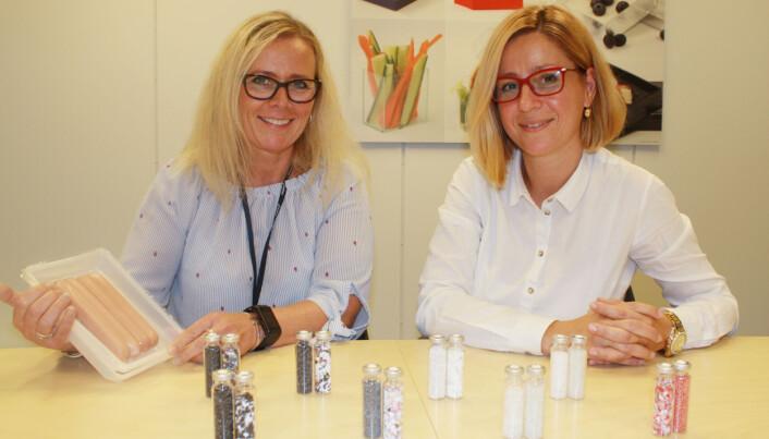 Forskerne Marit Kvalvåg Pettersen og Tanja Radusin har testet ulike typer resirkulert plast. (Foto: Nofima)