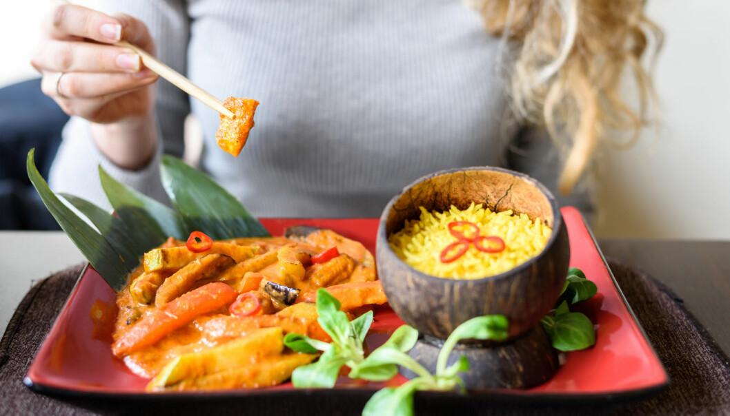 En studie fra 2012 tydet på at arvemateriale fra maten kan overføres fra tarmen og ut i blodet og påvirke helsen vår. Den teorien skyter forskere nå ned i en omfattende studie.  (Foto: FrimuFilms / Shutterstock / NTB scanpix)