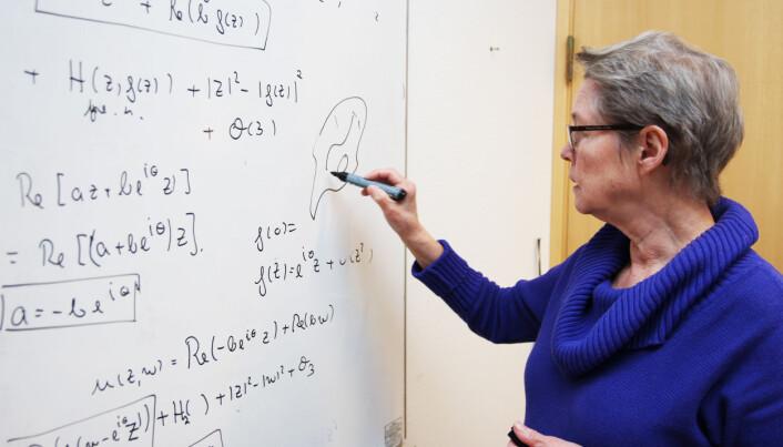 Professor Berit Stensønes er gruppeleder for matteprosjekt ved CAS Oslo. (Foto: Karoline Kvellestad Isaksen / CAS Oslo)