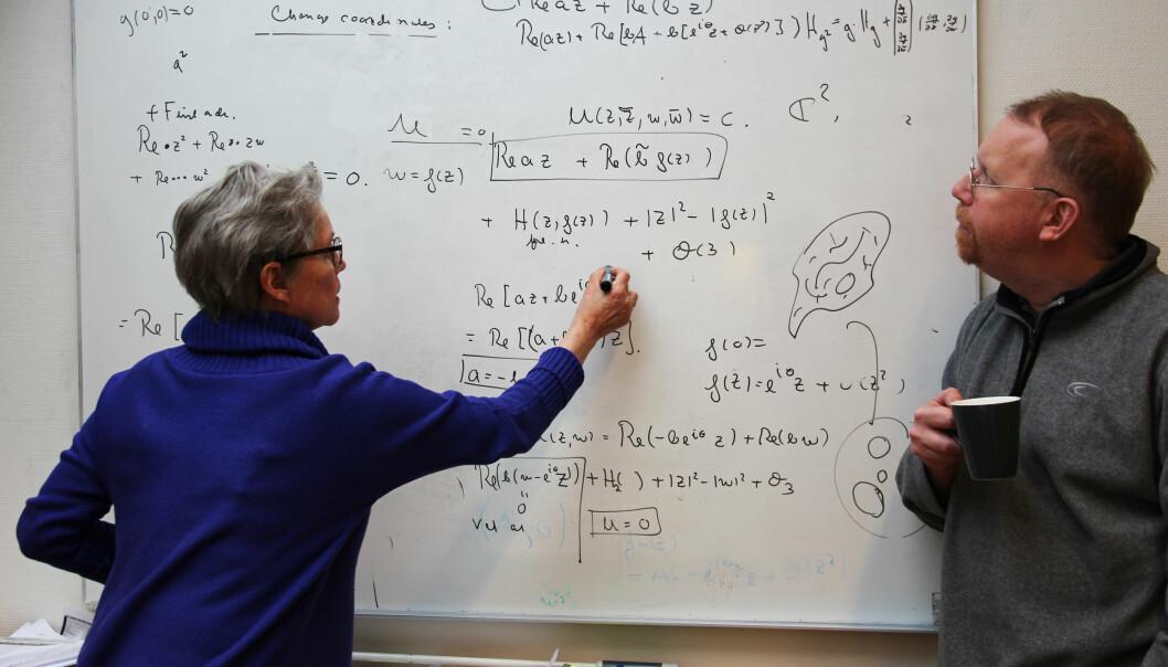 – Barnebarnet mitt har vokst opp med en bestemor som er matematiker, og tror matte er et typisk kvinneyrke. Men det er jo ikke det, sier professor Berit Sensønes.  (Foto: Karoline Kvellestad Isaksen / CAS Oslo)