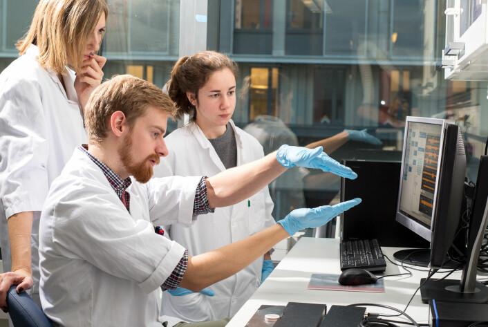 Forsker Ioanna Sandvig og stipendiatene Ola Huse Ramstad og Rosanne van de Wijdeven. (Foto: Kai T. Dragland, NTNU)