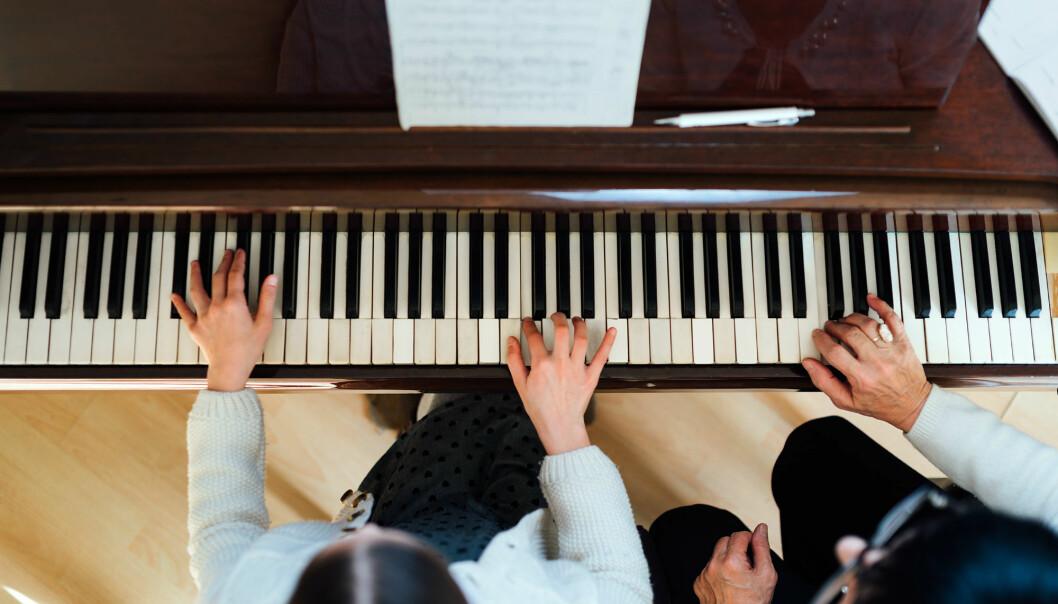 Slik kan nybegynnere lære å spille etter noter raskere