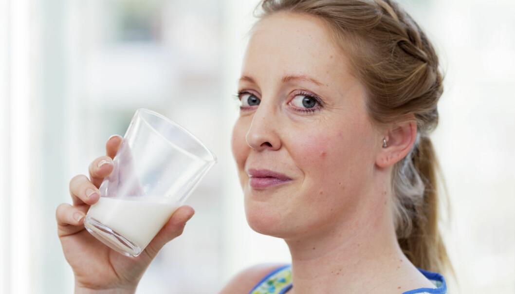 Svenske forskere har sammenlignet levealder med ulike gruppers kostvaner. Kvinner som drikker mye melk, ser ut til å få et kortere liv. Men mye frukt og grønt kan motvirke den mulige helserisikoen.  (Foto: Scandinav/Scanpix/NTB)