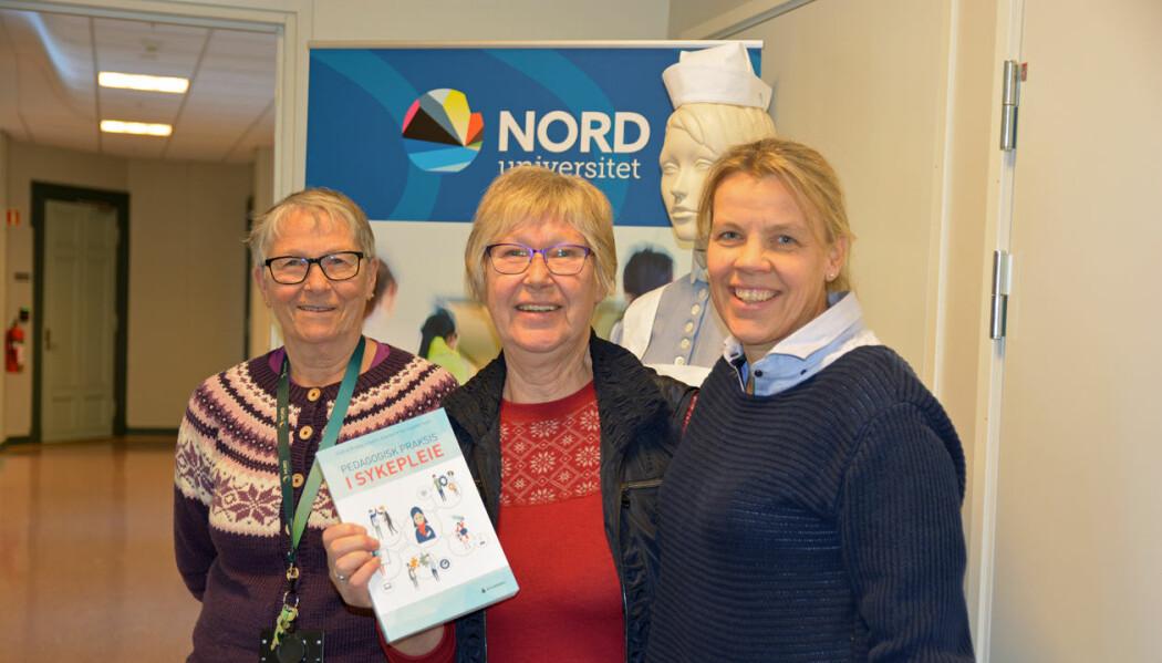 Her er redaktørene av boka Aud Emelie Evensen (fra venstre), Hildfrid Vikkelsmo Brataas og Ingstad. (Foto: Bjørnar Leknes)