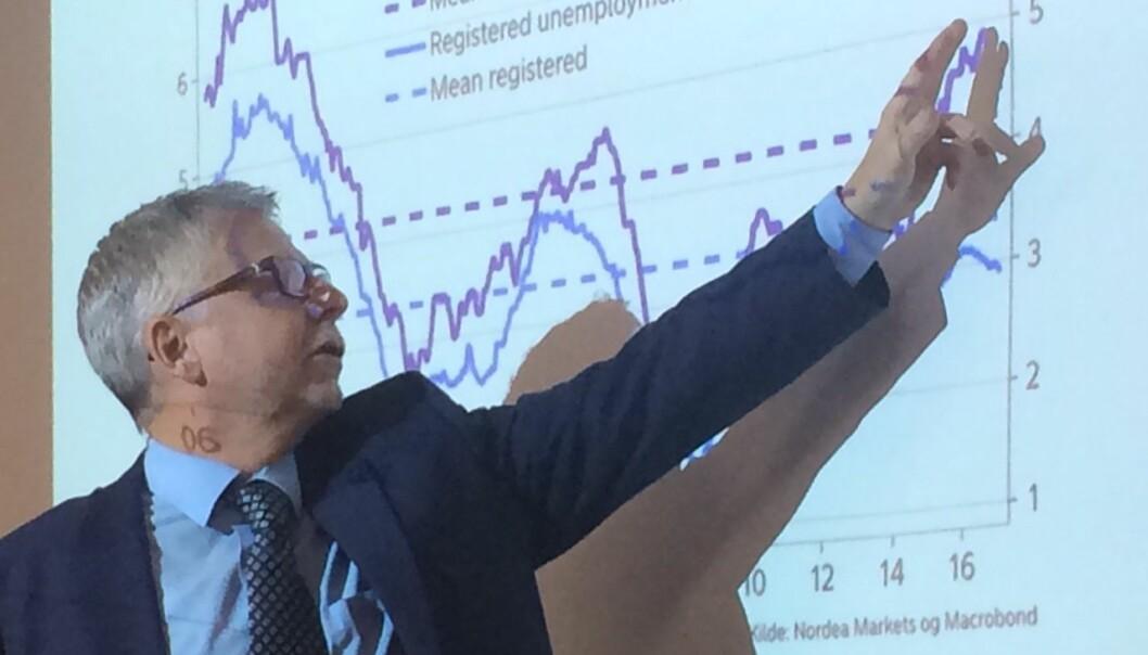 Erik Bruce i Nordea Markets viser at Norges Bank nå legger mer vekt på arbeidsledigheten som SSB rapporterer enn før. Den viser høyere arbeidsledighet enn NAVs tall som viser registrerte arbeidsledige.  (Foto: Anne Lise Stranden/forskning.no)