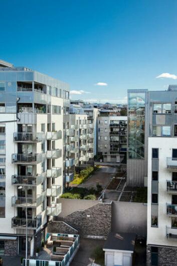 Eldre folk vil å mye bedre tilgang til butikker, lege, fritidstilbud og sosiale møteplasser dersom de flytter til leiligheter i byen, ifølge forskerne. (Foto: Colourbox)