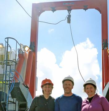 NGUs toktdeltakere Margaret Dolan, Henning Jensen og Lilja Rún Bjarnadóttir om bord på forskningsfartøyet Johan Hjort da prøvene ble tatt. (Foto: NGU)