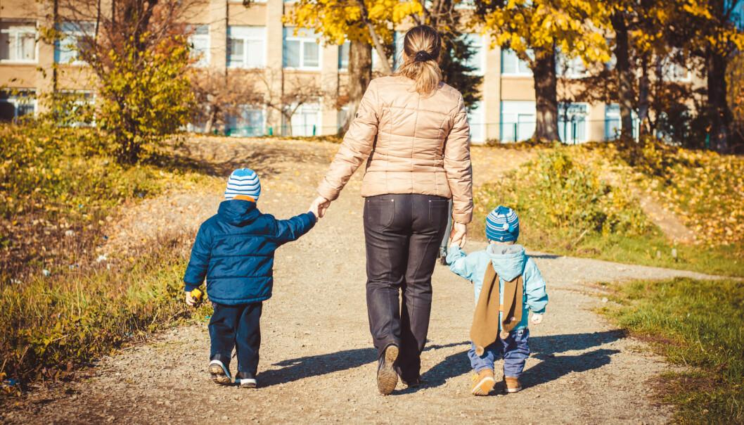 Det finnes to evolusjonære hypoteser som kan forklare hvorfor kvinner som bare får sønner, har økt risiko for å få hjertestans, leddgikt, vanlig gikt, kreft i eggstokkene eller i brystet, type 2-diabetes og overvekt.  (Foto: vandame / Shutterstock / NTB scanpix)