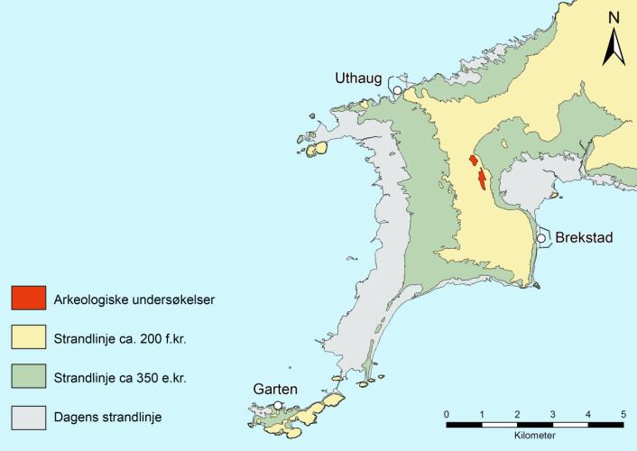 De røde merkene viser hvor utgravningen på Ørland fant sted. Den gule fargen viser landskapet fra ca 200 f.k. Grønnfargen viser hvordan det så ut fra ca 350 e.k., og den grå viser dagens kystlinje. (Foto: (Illustrasjon: Ingrid Ystgaard / NTNU Vitenskapsmuseet))