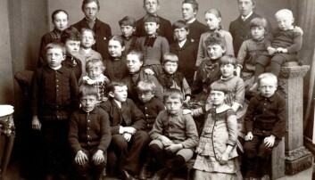 Nå kan du sende inn ditt DNA og finne mors- eller farslinjen din bakover i tid. Dette fotografiet er tatt på St. Hansaften i 1887 i Kristiansund. (Foto: Stiftelsen Nordmøre Museum)