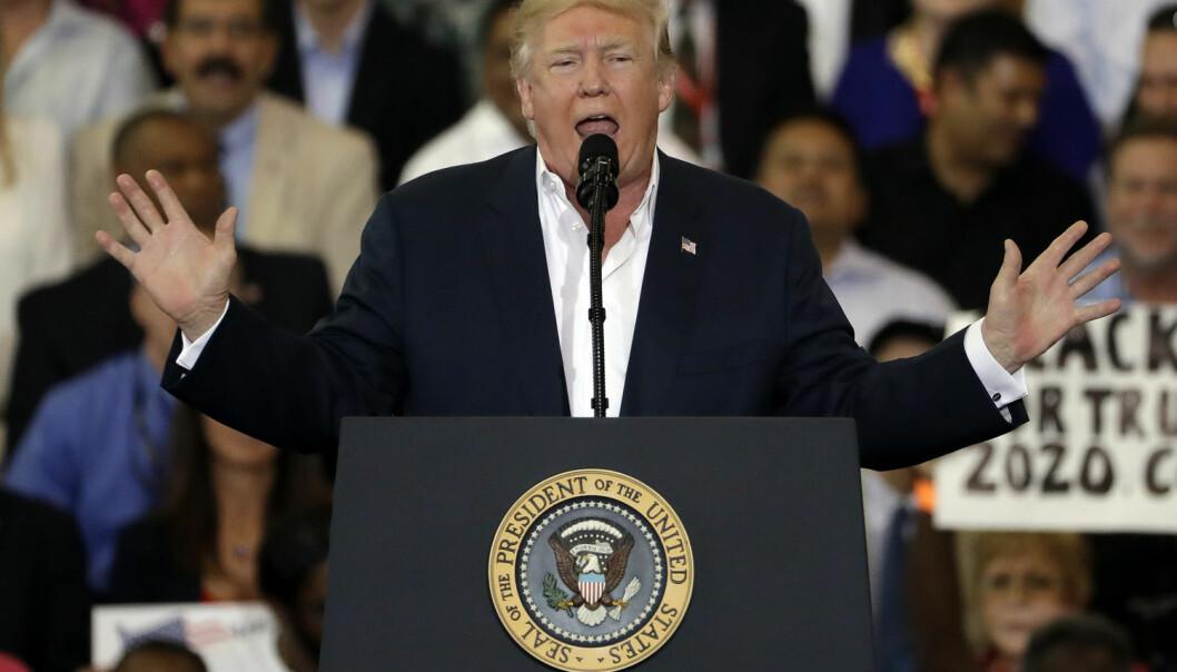 Lørdag 18. februar holdt Donald Trump sitt første valgkamparrangement siden han ble sverget inn som USAs president.  (Foto: Chris O'Meara / AP Photo / NTB scanpix)