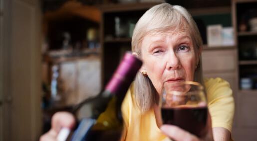 Svenske eldre drikker mer – og skader seg mer