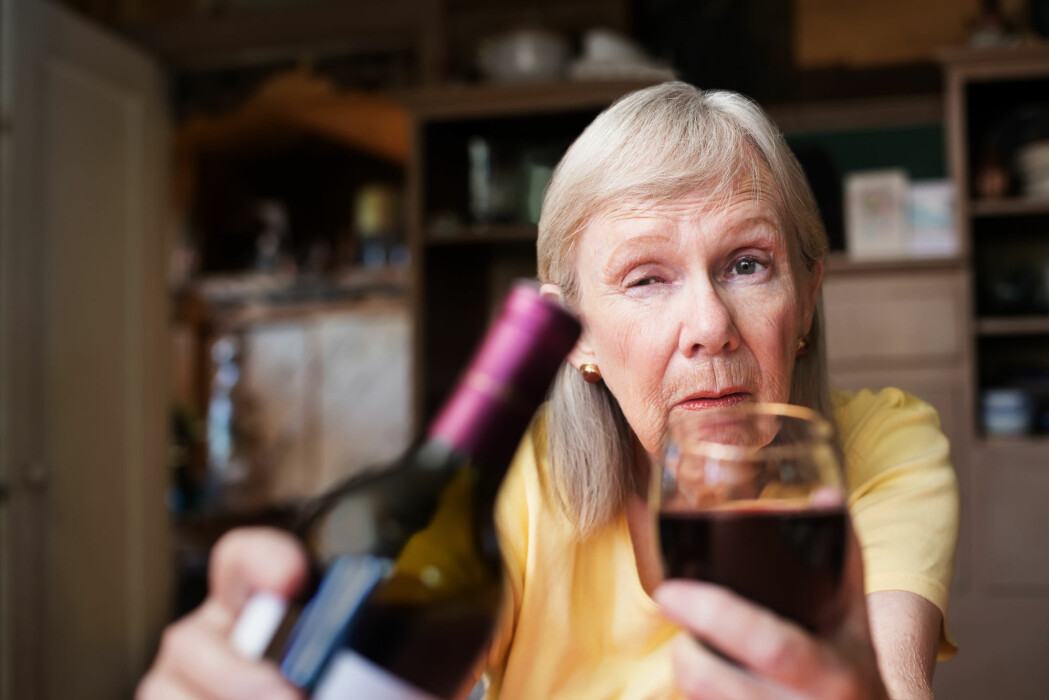 Spesielt blant eldre kvinner ser svenske forskere en sterk økning i alkoholbruken. Siden 1970-tallet er andelen eldre kvinner med risikabelt alkoholforbruk økt fra 1 prosent til 10 prosent. (Illustrasjonsfoto: CREATISTA / Shutterstock / NTB scanpix)