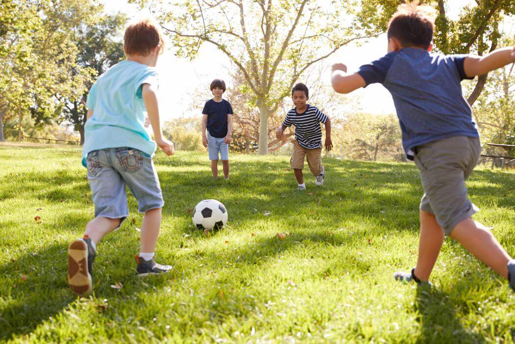 – Du må gjerne starte med fotball på løkka i ung alder, det er eit godt utgangspunkt for seinare landslagsspel, seier forskar. (Illustrasjonsfoto: Monkey Business Images / Shutterstock / NTB scanpix)
