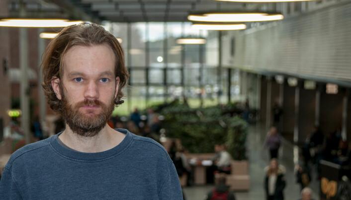 Vidar Fagerheim Kalsås har studert norsk og svensk undervisningsmateriell om minoritetar. (Foto: UiA)