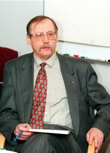 Tormod Hermansen var konsernsjef i Telenor. Her presenterer han årsresultatet i 1995. (Foto: NTB scanpix)