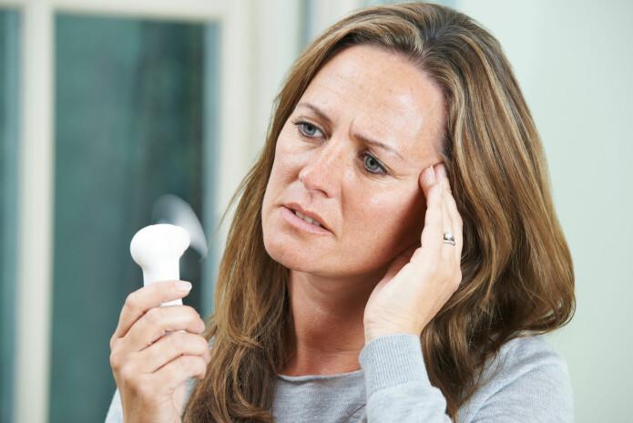 I overgangsalderen kan kvinner bli rammet av hetetokter, søvnproblemer og tørr hud. Det ser ut til at helt ned til to akupunkturbehandlinger kan dempe problemene, ifølge ny studie. (Foto: SpeedKingz / Shutterstock / NTB scanpix)