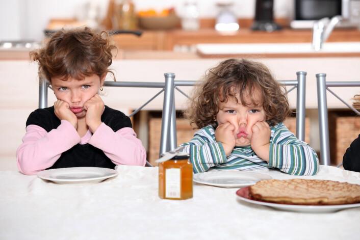 Det er bra for barn å spise frokost sammen med familien, men det er ikke alltid like lett å få til. (Foto: Colourbox)