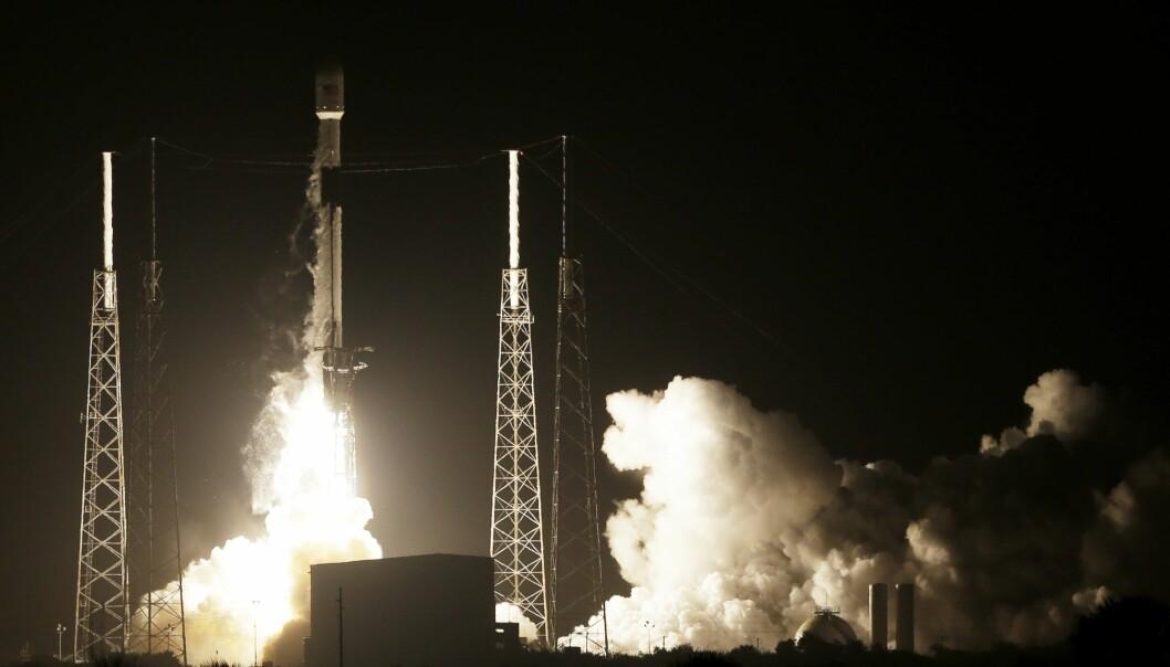 SpaceX-raketten Falcon 9 tar av fra Cape Canaveral i Florida med lille israelske Beresheet om bord. Det israelske fartøyet skal ta seg videre til månen for egen maskin. (Foto: Terry Renna / AP / NTB scanpix)