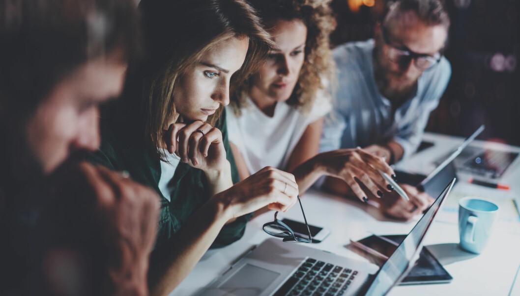 - Det digitale skiftet kommer til å få så vidtrekkende konsekvenser at det fortjener å ta en større plass i det offentlige ordskiftet, skriver kronikkforfatteren.(Illustrasjonsfoto: Shutterstock / NTB Scanpix)