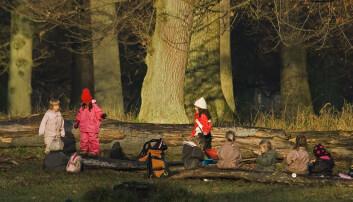 Hva må til for at barn skal bry seg om miljøet? Ifølge en ny studie lønner det seg å oppfordre barna til å undersøke og stille spørsmål for å forstå sammenhengene i naturen.