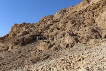 Inngangen til den nyoppdagede hulen i Qumran – den tolvte i rekken. (Foto: Casey L. Olson og Oren Gutfeld)