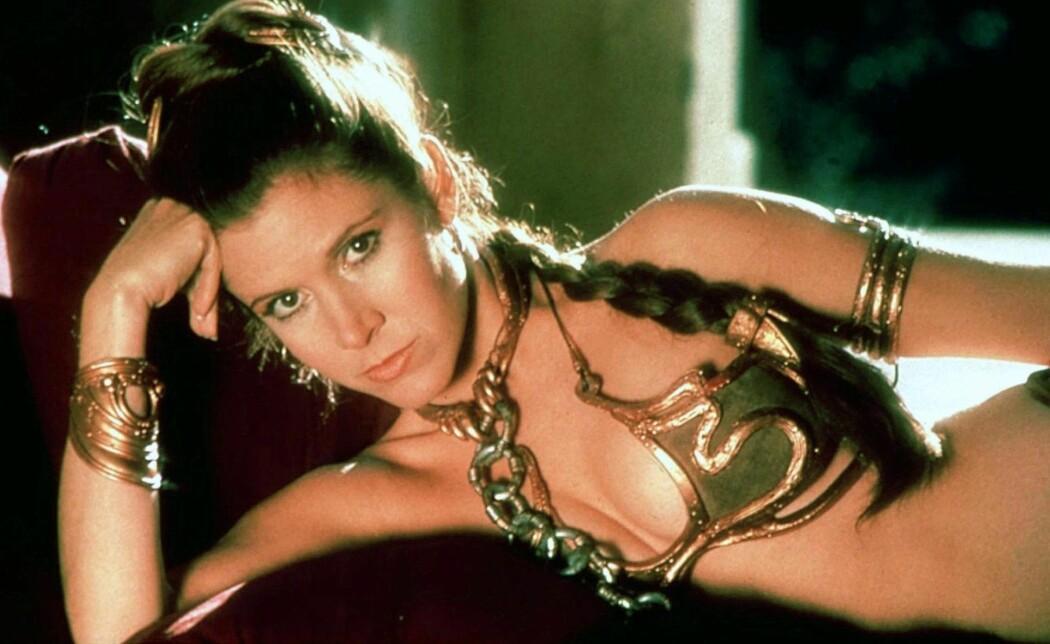 Skuespiller Carrie Fisher som prinsesse Leia iført slavekostyme i den tredje Star Wars-filmen, «Jediridderen vender tilbake» fra 1983. (Foto: Mary Evans Picture/NTB scanpix)