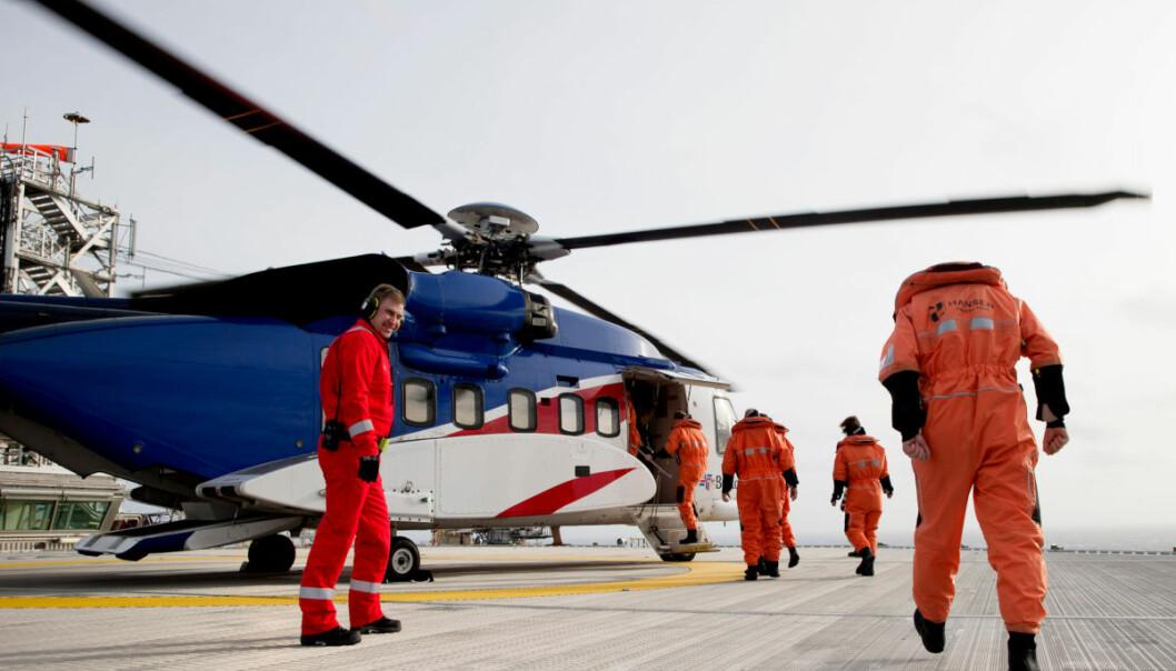 Høye lønninger og gode vilkår lokket mange dyktige medarbeidere til jobb i oljeindustrien. Bildet viser ansatte på vei til Edvard Grieg-plattformen og oljefeltet i Nordsjøen vest for Stavanger. (Illustrasjonsfoto: Håkon Mosvold Larsen / NTB scanpix)