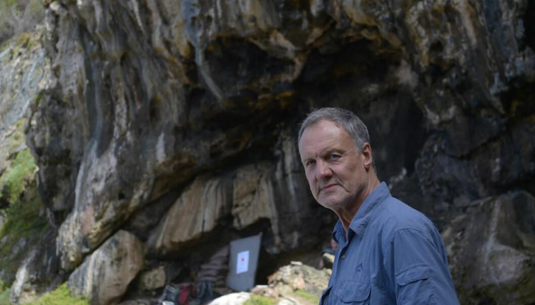 Christopher Henshilwood oppdaget selv Blomboshulen som ligger på familiens eiendom. (Foto: UiB)