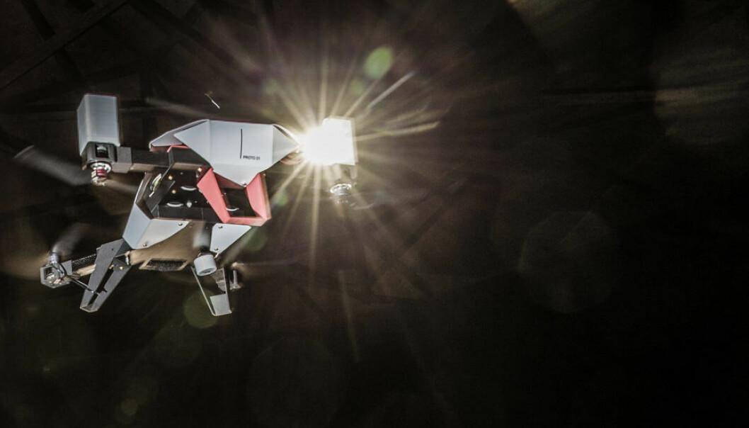 Utviklere med bakgrunn fra NTNU er i gang med å teste en drone som kan utføre inspeksjoner på maritime konstruksjoner. (Foto: Øyvind Nordahl Næss)
