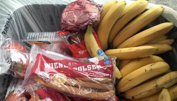 Butikker kaster enorme mengder mat. To studenter mener nye strekkoder kan sette en stopper for alt matsvinnet