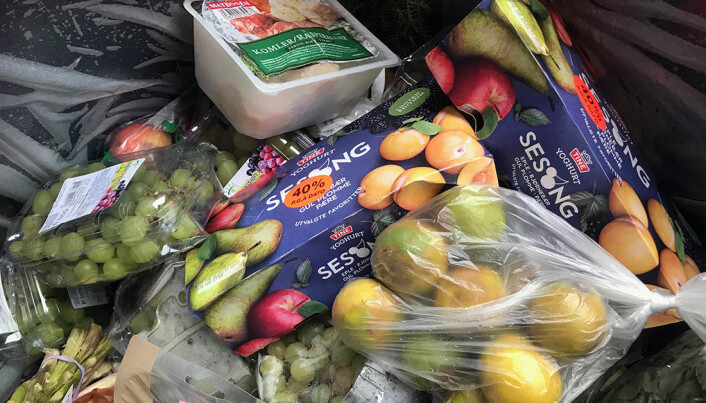 Spiselig mat må kastes når den passerer best før-dato. Her har mat blitt kastet ved en butikk i Trondheimsområdet. (Foto: Idun Haugan)