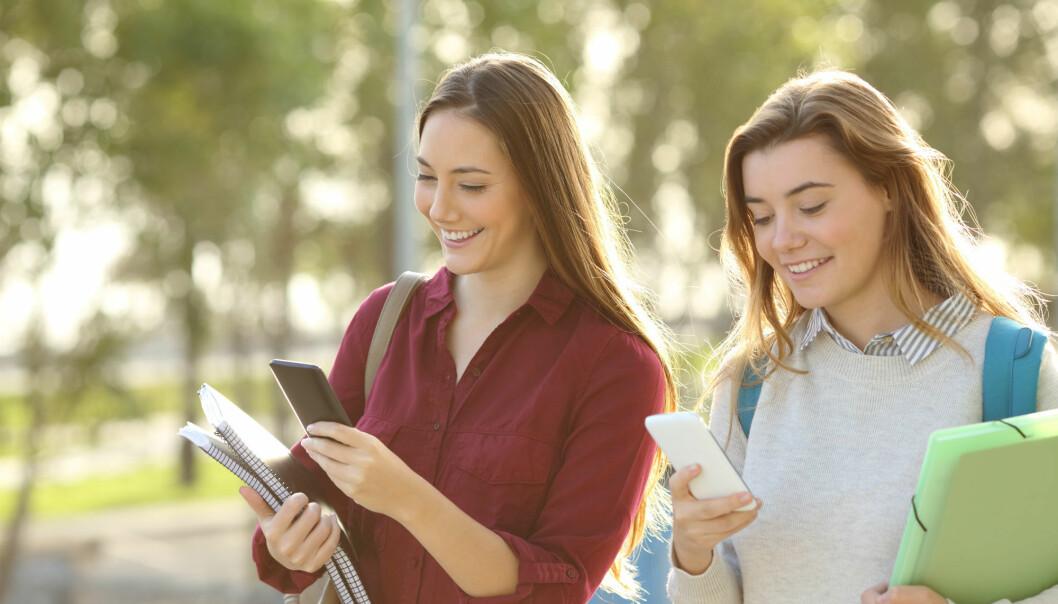 En klasse med franskelever på videregående skole ble bedre i fransk etter å ha brukt en språk-app utviklet av forsker.  (Illustrasjonsfoto: Colourbox)