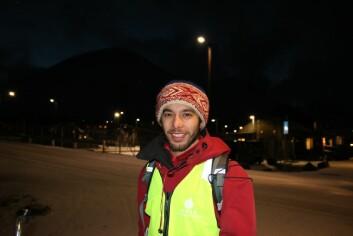 Niek Heijkoop har valgt å tilbringe flere måneder om gangen ved drøyt 78 grader nord. Laboratoriet hans ligger inne i lokalene til Universitetssenteret på Svalbard (UNIS) i Longyearbyen. (Foto: Anne Sliper Midling, NTNU)