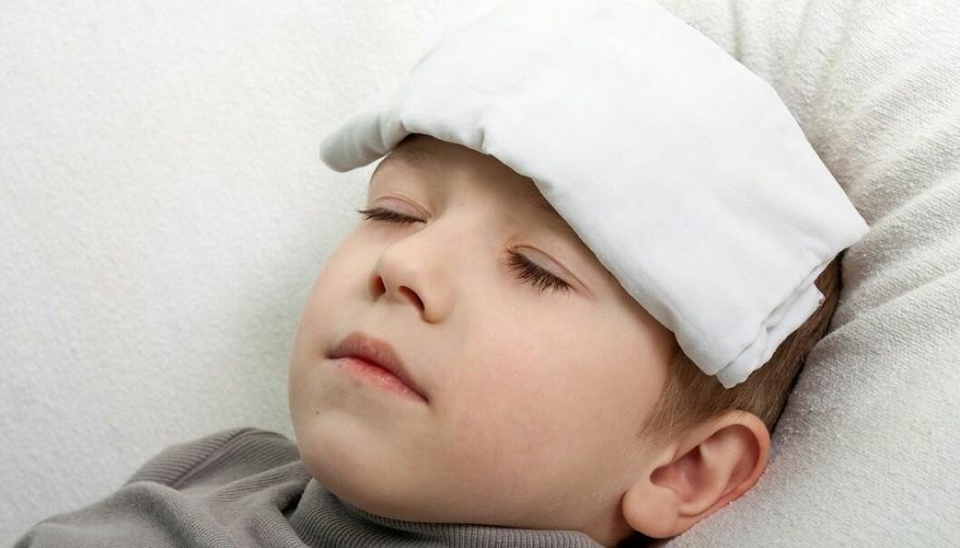 Typiske forkjølelsessymptomer er rennende eller tett nese, irritasjon og nysing, og ofte røde, rennende øynte, lett trykk over bihulene, men ingen vesentlig temperaturstigning eller generell sykdomsfølelse. (Foto: Colourbox)