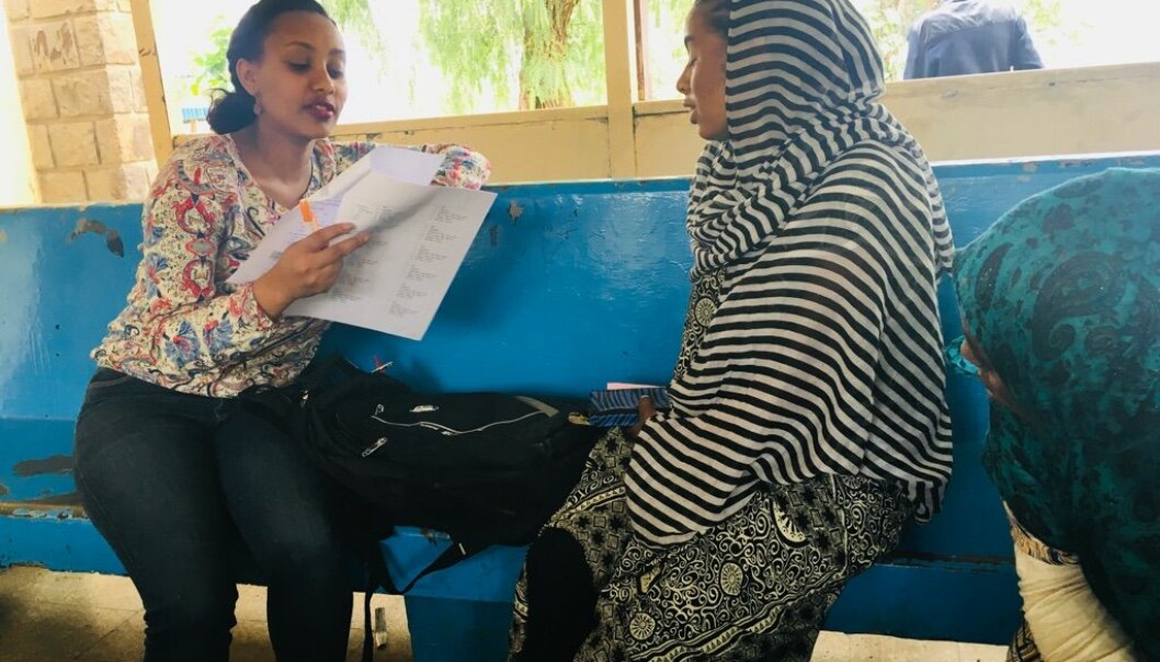 Selamawit Seid Nega har intervjuet 600 gravide kvinner i Etiopia, og hun oppdaget blant annet at mange bruker urtemedisiner uten å si noe til legen. (Foto: UiO)