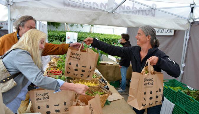 Forskeren ser likhetstrekk mellom markedet for ibérico-skinken og for eksempel Bondens marked, som bildet viser. (Foto: Tore Berntsen)