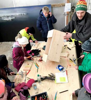 Barn bygger fuglekasser under festivalen Gullfest 2018. (Foto: Tormod Amundsen)
