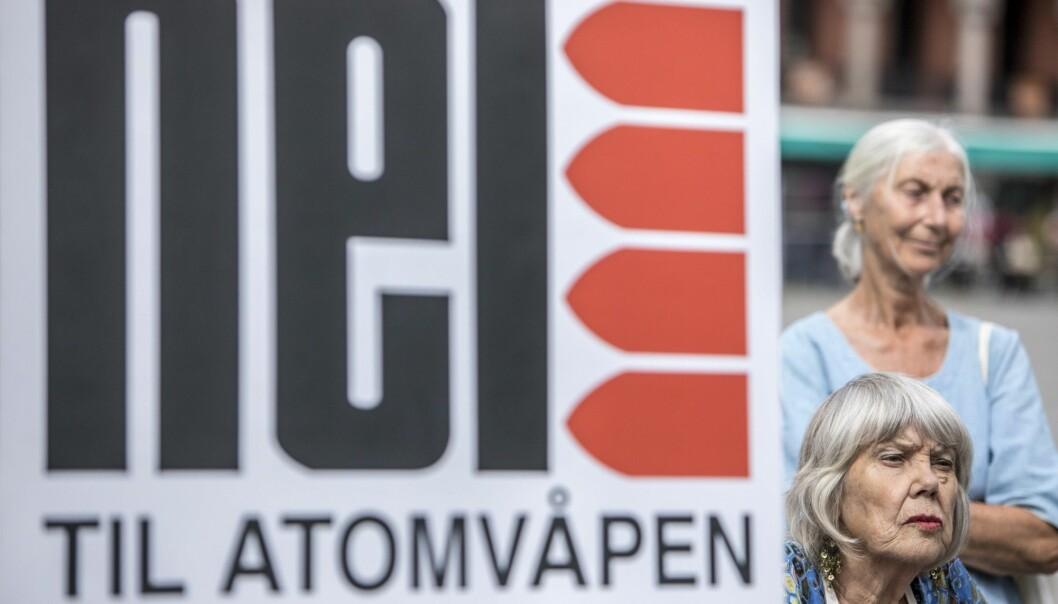 Atomvåpenmotstandere mobiliserer i forbindelse med at Stortinget tirsdag sier nei til norsk tilslutning til forbudstraktaten mot atomvåpen. (Foto: Ole Berg-Rusten / NTB scanpix)