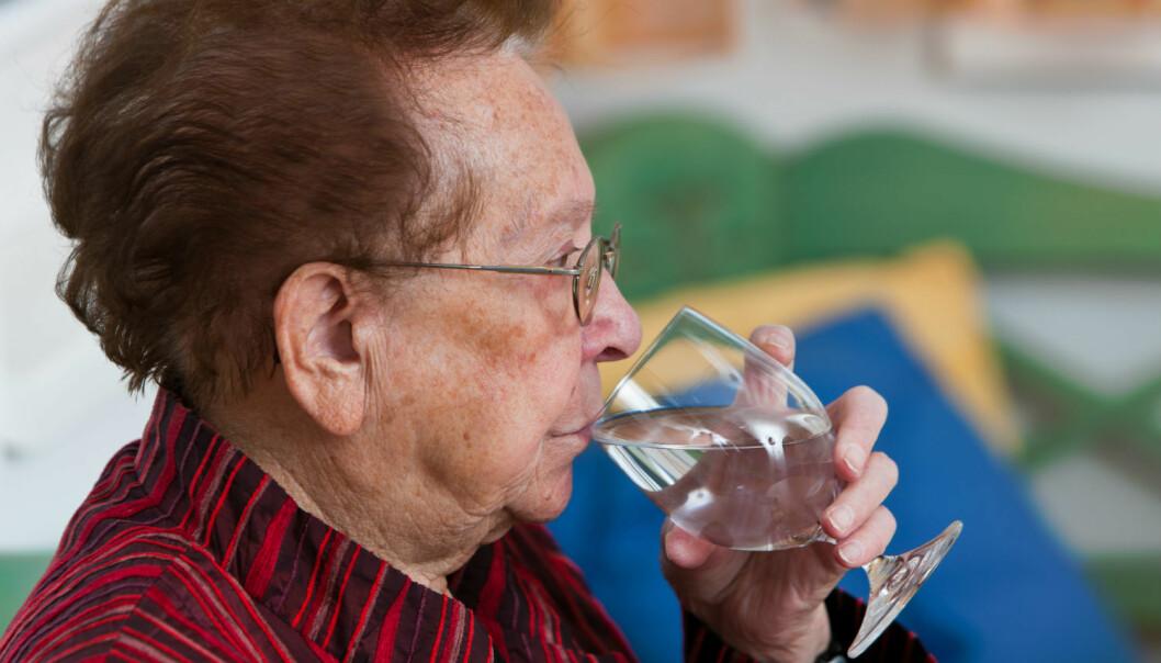 En mikrosensor som oppdager om du er dehydrert, kan bli viktig teknologi for eldre som bor hjemme, mener forsker. (Illustrasjonsfoto: Colourbox)