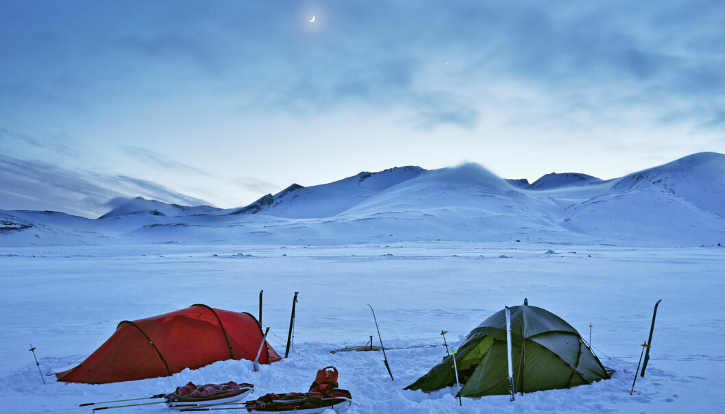 Selv camping i korte dager om vinteren gir en mer naturlig døgnrytme. (Foto: Claes Grundsten/Bildhuset/TT/NTB scanpix)